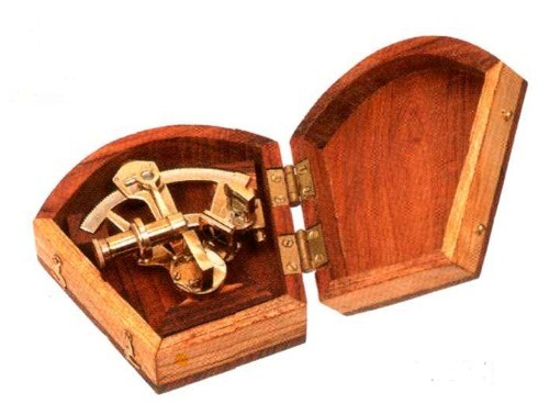 Sextant in Holzkiste